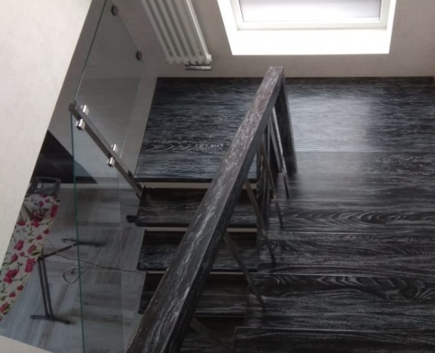 Деревянные ступени на бетон и перила из дерева и нержавейки